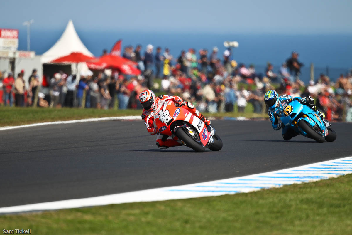 Hayden and Bautista, turn 7, Phillip Island 2011, Friday