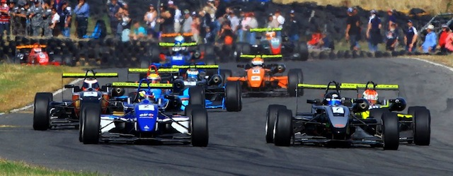 Stell Guiliana fights for the lead off a race start (Photo: Formula 3 Australia)