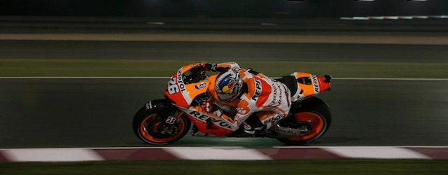 Dani Pedrosa races his Honda through the dark (Photo: Honda Racing)